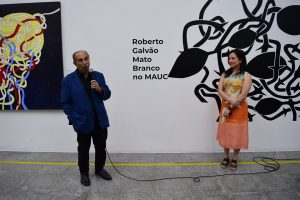 Roberto Galvão e Graciele Siqueira, diretora do MAUC
